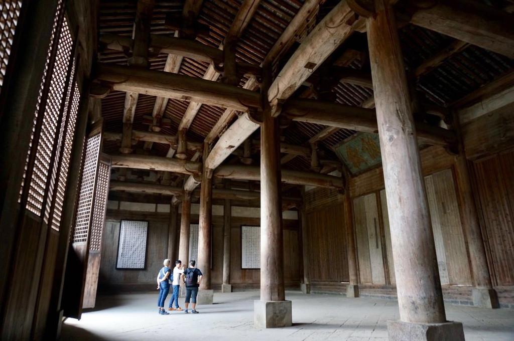 四根巨大的金丝楠木柱