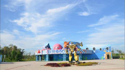 圣蓝海洋公园坐落于中国名胜海岸——北戴河新区黄金海岸,是秦皇岛圣