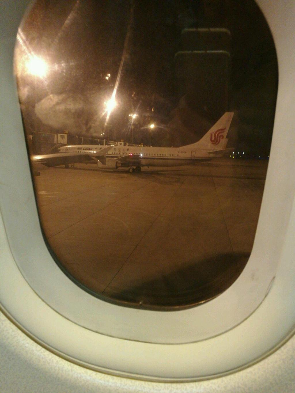 前几天本来打算去东北雪乡的,但是由于各种原因泡汤啦。11月28号心血来潮和小汪说去越南芽庄吧。从决定出行到出发之间两天的准备时间。飞速在网上简单攻略了一下。哈哈!真正的说走就走的旅行呦!12月号14点从小区出发,17点到了天津滨海机场。18点集合,导游安排好后就各自等待吧。