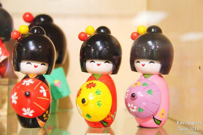 很喜欢这种可爱的小娃娃,但是价格不菲,一小个差不多都要300多块人民