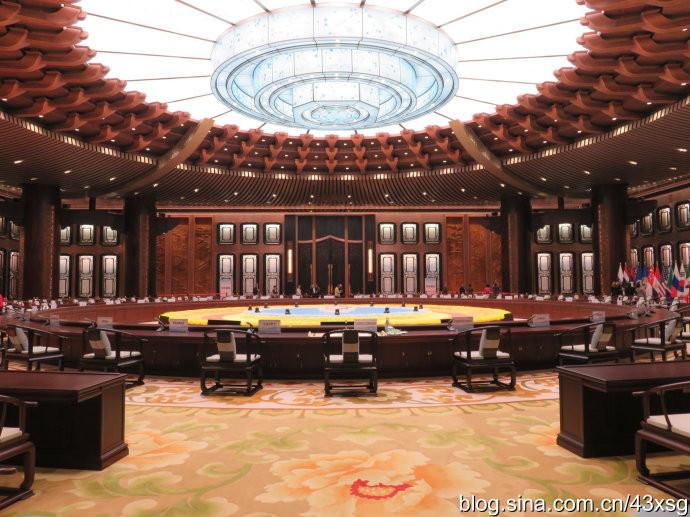 g20高峰会议的圆桌也是巨无霸,该圆桌直径就有30多米.