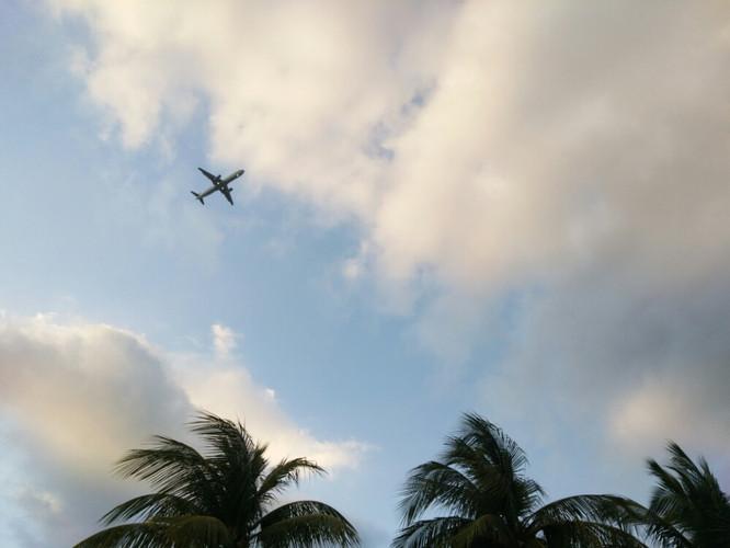 在这里无数飞机头顶飞过