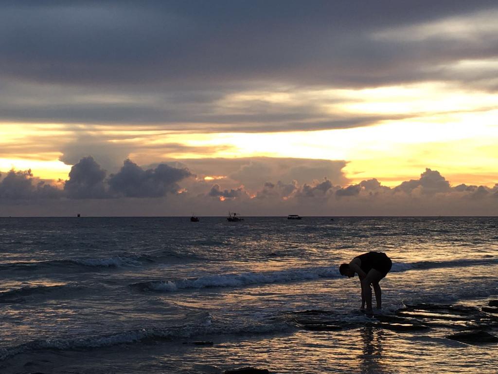 鳄鱼山是涠洲岛不得不去的地方,是整个涠洲岛火山地质景观的精华所在.
