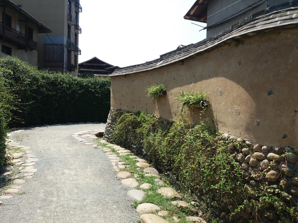鹤形路成了嵩口最有特色的景点,既是景观景色,也是招牌形象,成了游客