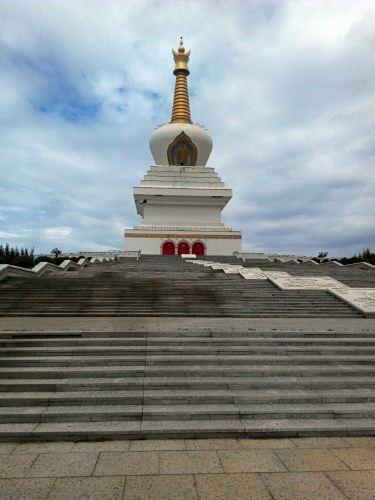供奉有十万尊佛的慈积金刚塔