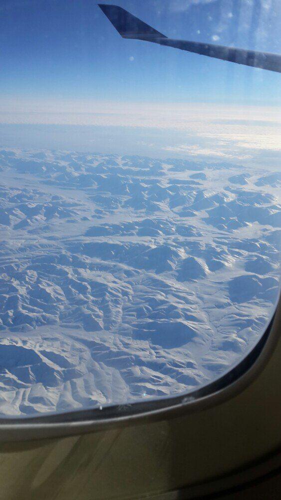 在回北京的飞机上,窗外的景色一直没搞明白是在哪里,有人说是在