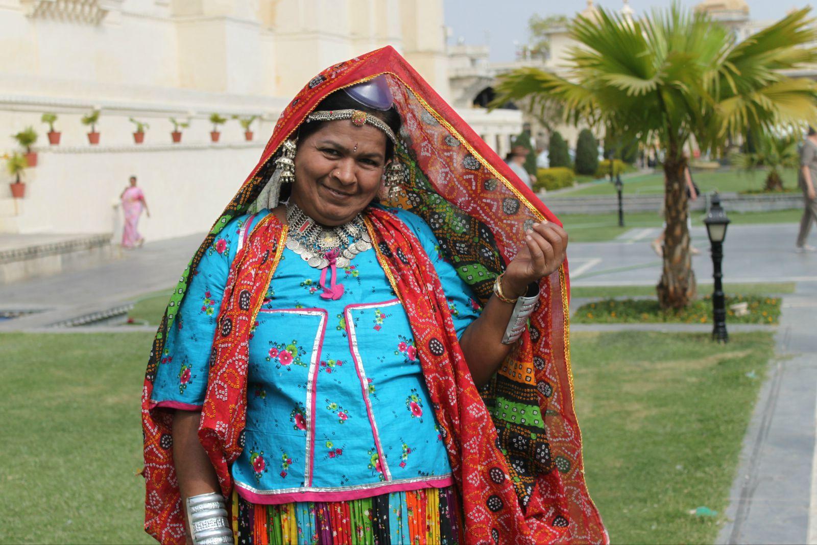 印度古典服装,现在的印度人也不穿的.