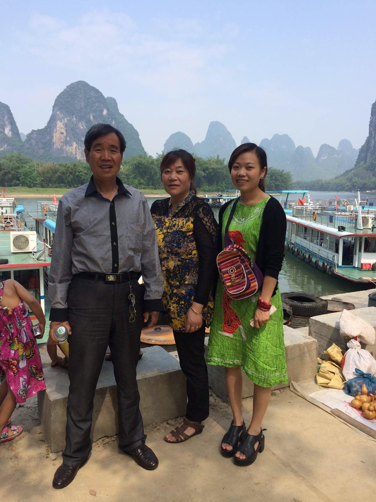 一家人在一起旅行是幸福的