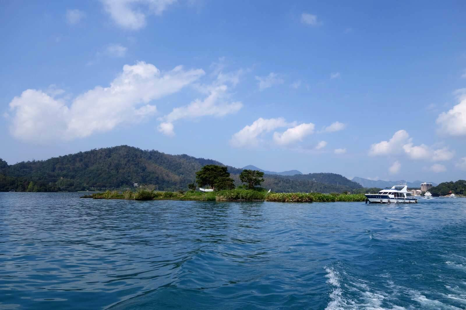 日月潭,这个打小就年级学从小上了解到的台湾风景名胜,大陆女生必去五小学课本游客漂亮图片