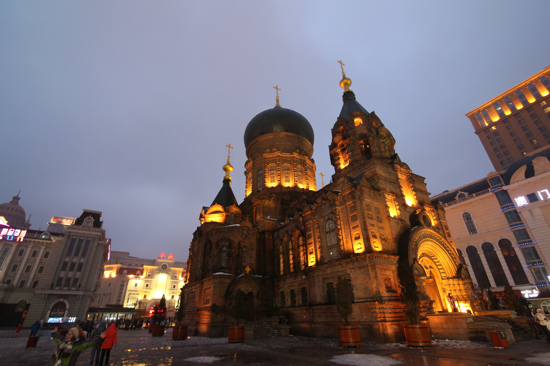 具有浓厚的欧式建筑艺术风格,其外观与法国巴黎圣母院的教堂建筑有