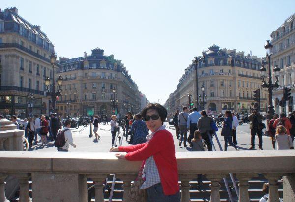 巴黎歌剧院周边的街道风景