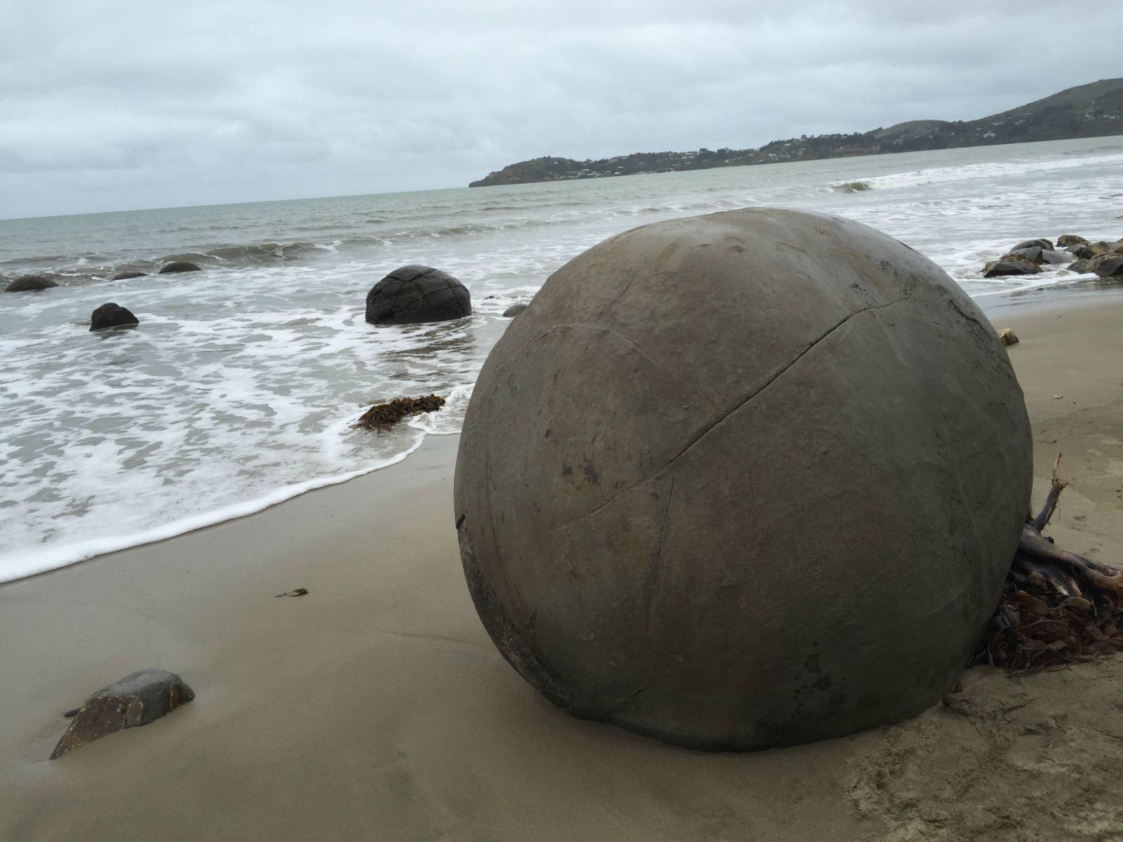 它的形状之圆,内结构之神奇,使每一位见到这些石头的人都不得不从心底