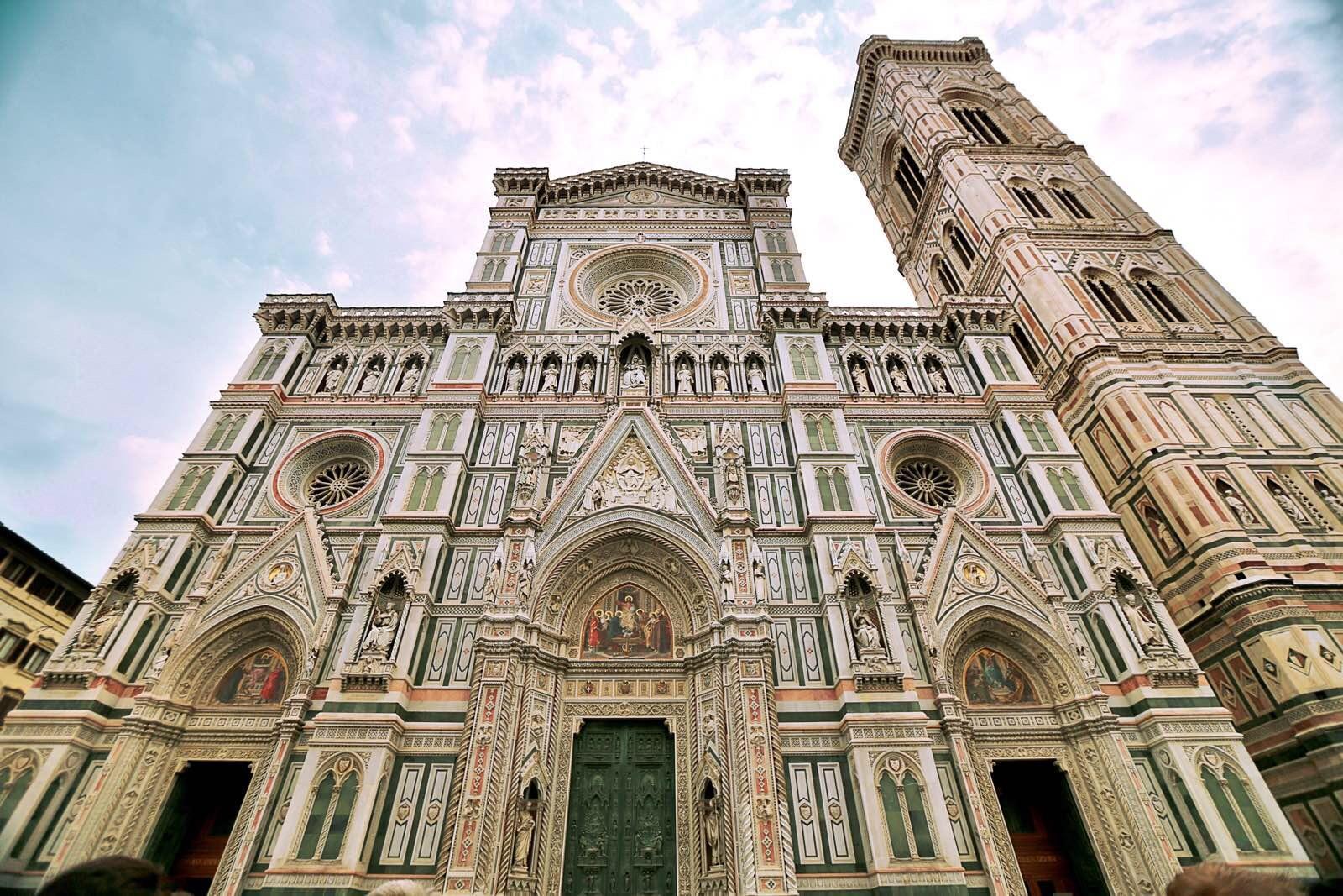 然而街边建筑的历史都超过了几百年~穿过这一段段古老的中世纪欧式
