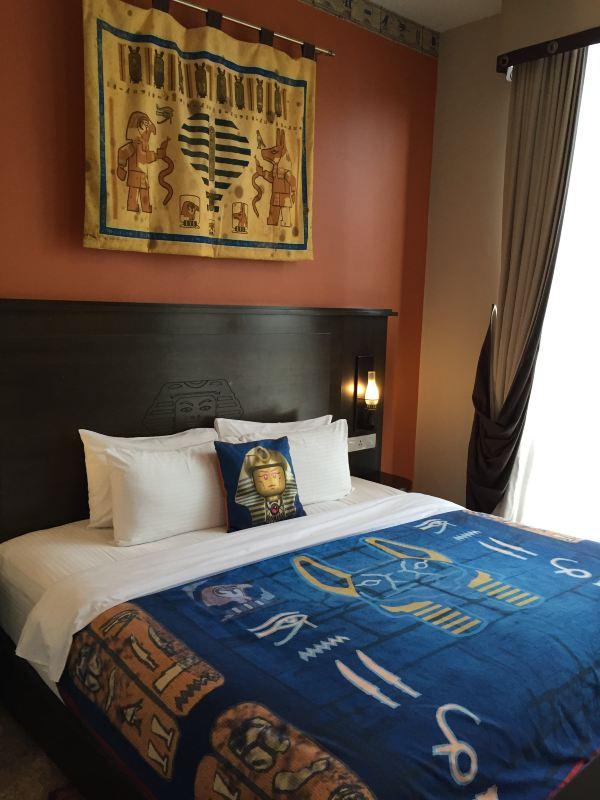背景墙 房间 家居 酒店 设计 卧室 卧室装修 现代 装修 600_800 竖版