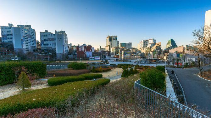 红叶环抱中的首尔梨花女子大学 - 首尔游记攻略