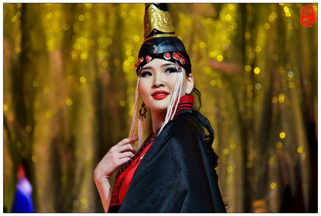 【火速围观】蒙古国的美女与他们的民族服装