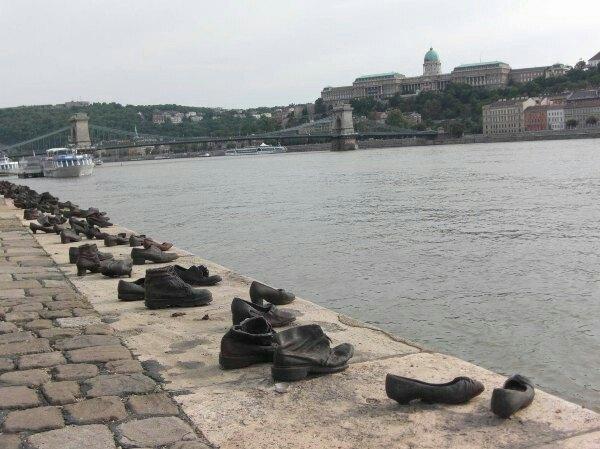 多瑙河畔鞋  Shoes on the Danube   -4
