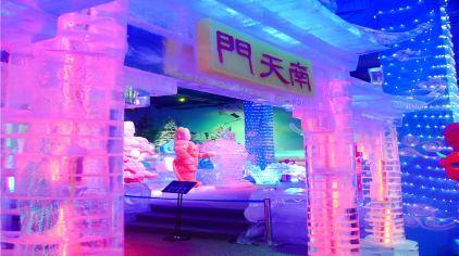 冰雪奇缘:场馆设置冰雪的婚礼殿堂,与专业的婚庆策划和婚庆摄影公司合
