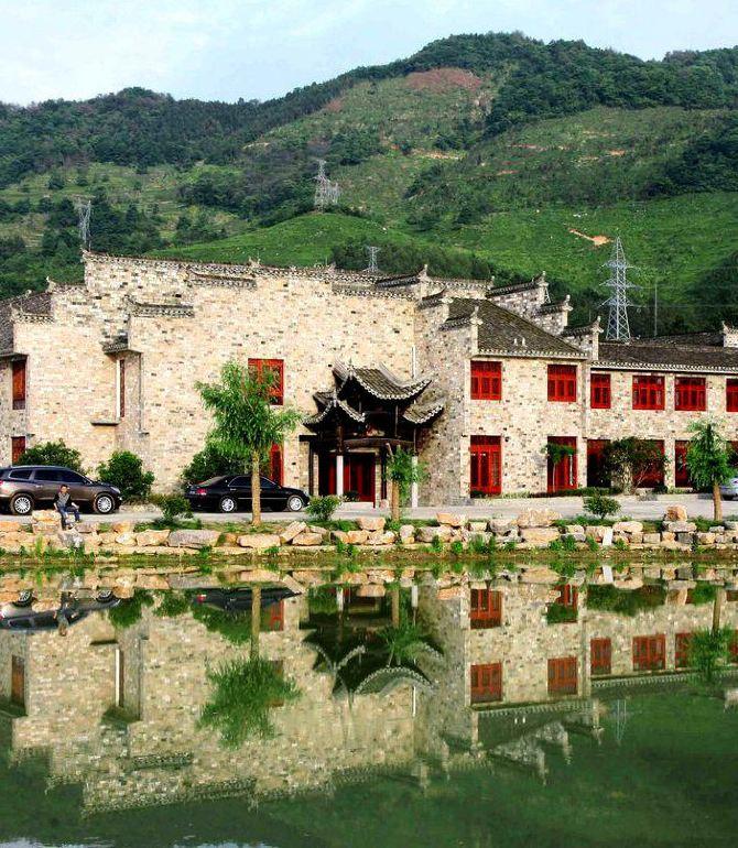 1,宣城桃花潭畔度假酒店位于宣城桃花潭畔,就在4a級風景區內部,韓