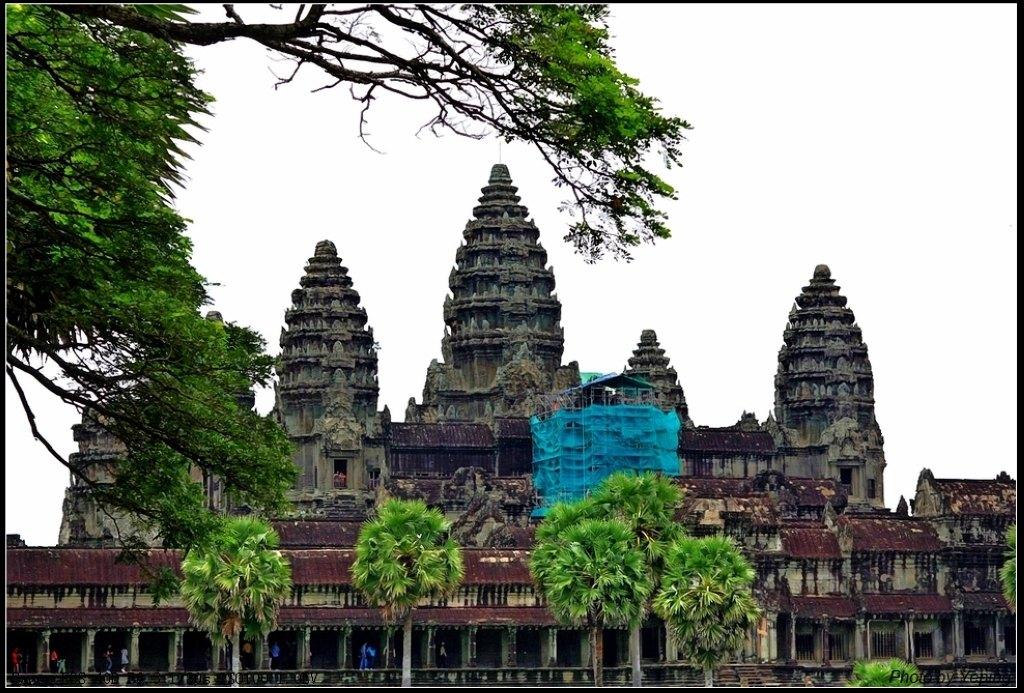 寺庙金刚坛的最高层,矗立着五座宝塔,如五点梅花,与印度金刚宝座式塔