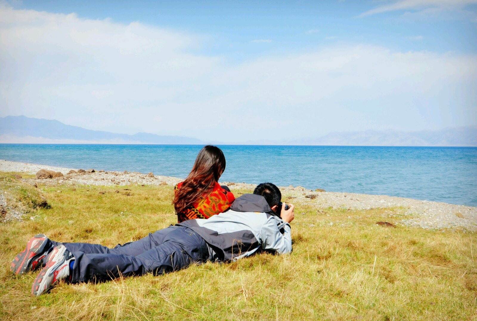 导游介绍说赛里木湖是靠周边的高山雪水和泉水历经
