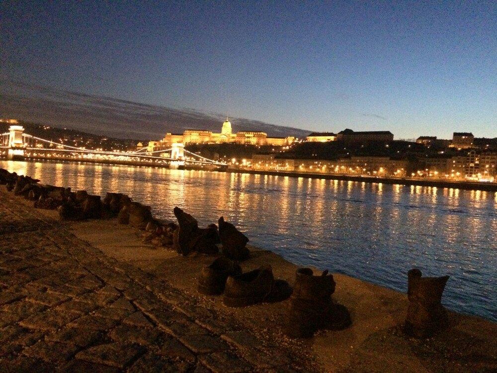 多瑙河畔鞋  Shoes on the Danube   -3