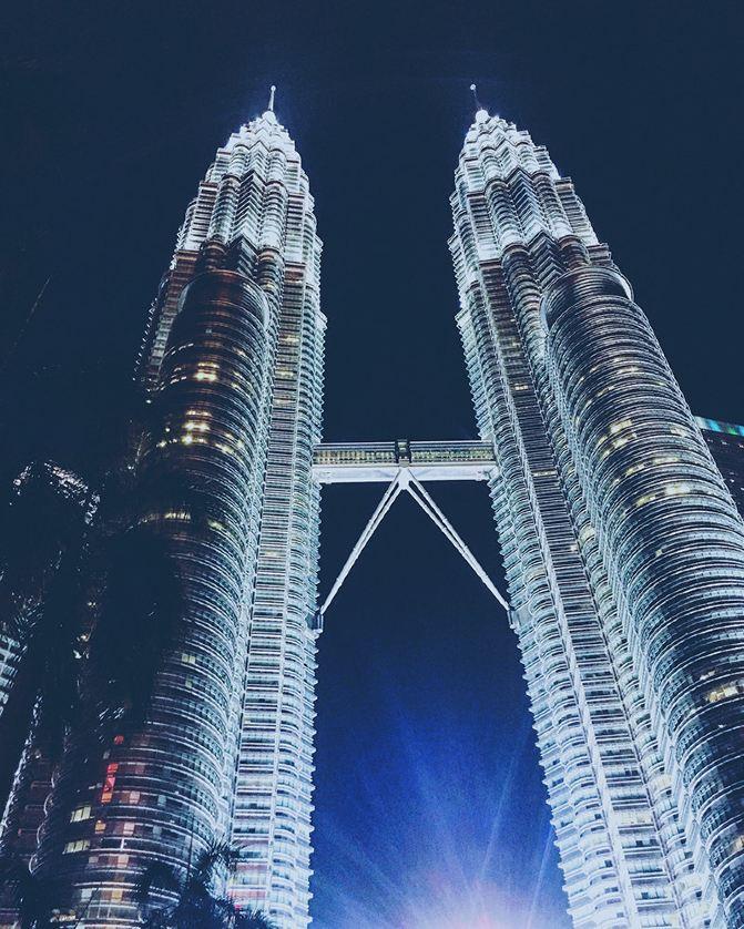 吉隆坡双子塔高452米,共地上88层
