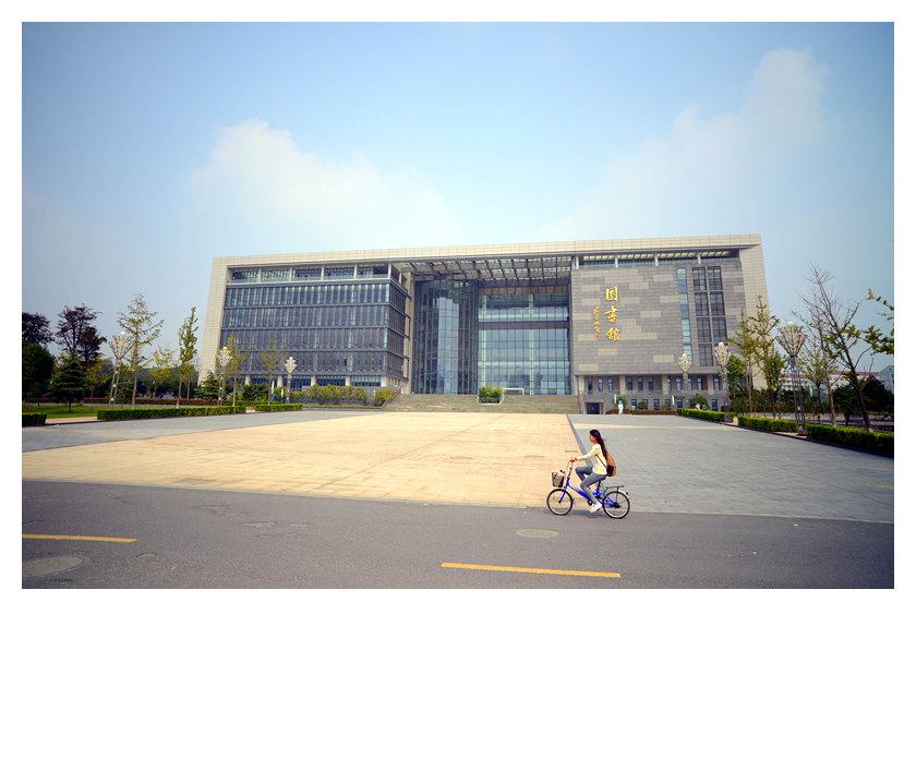 江苏大学图书馆是一座综合性高校图书馆,现拥有校本部馆和梦溪,北固