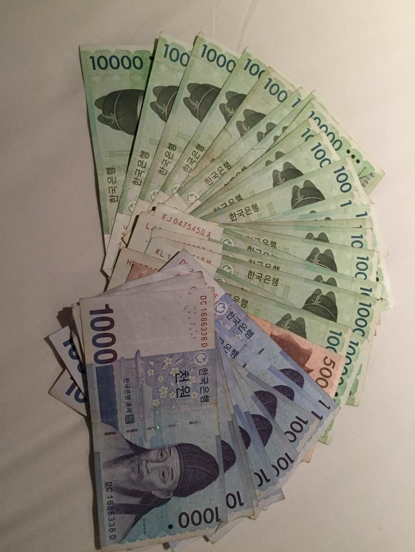 130万韩元_其实韩元不值钱,1万韩元等于人民币60元,买瓶饮料都要25000