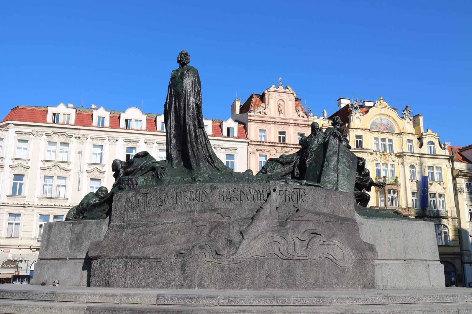 布拉格广场的胡斯雕像