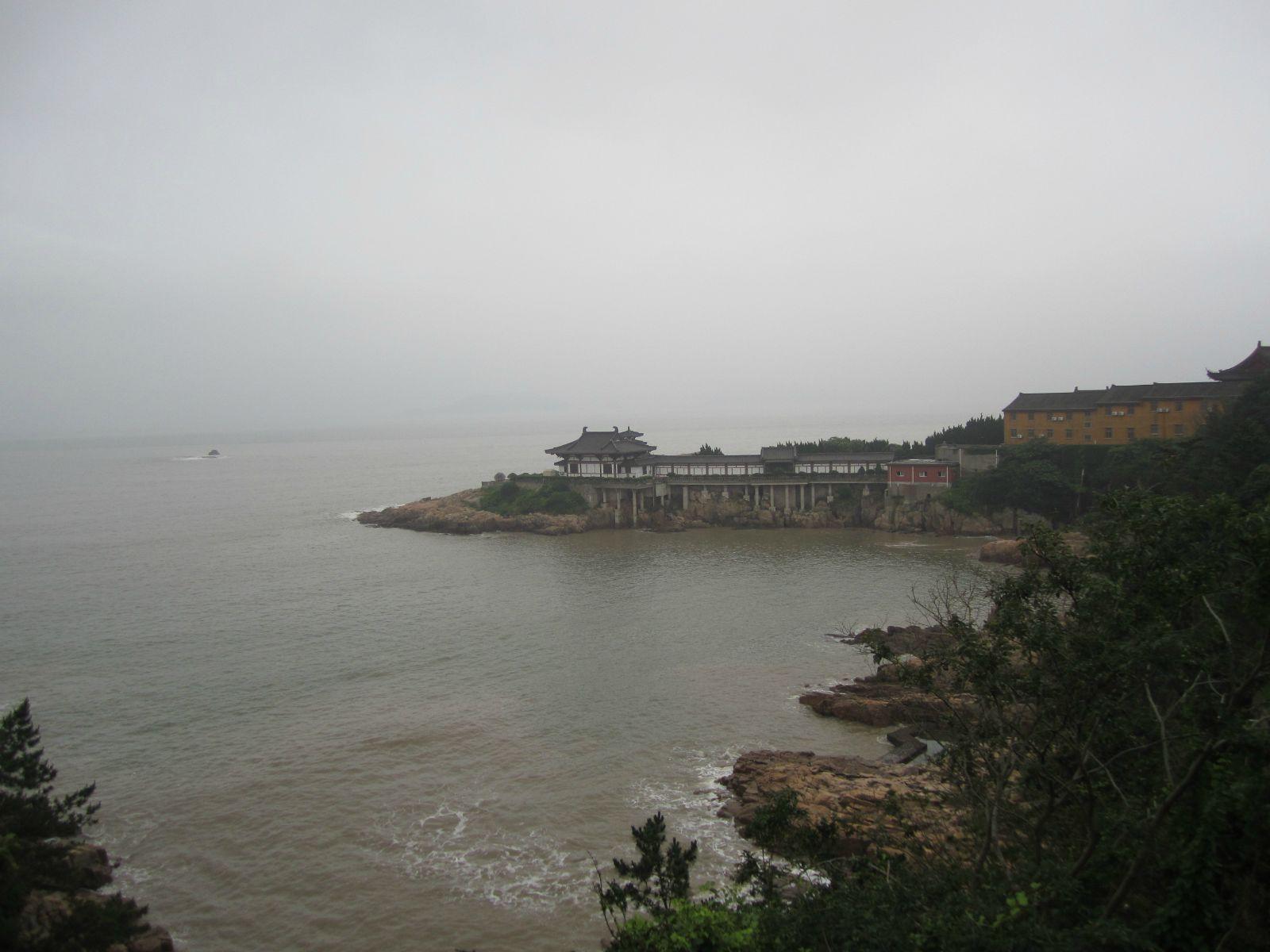 之后买票回到宁波大榭码头,并乘车回到市区,宿宁波东站附近.