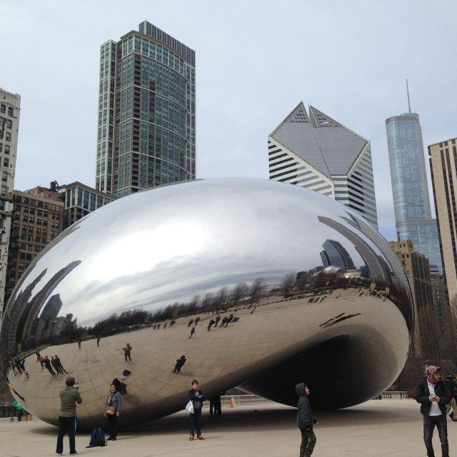 芝加哥的大豌豆,这个莫名其妙的雕塑,确实标志性建筑.