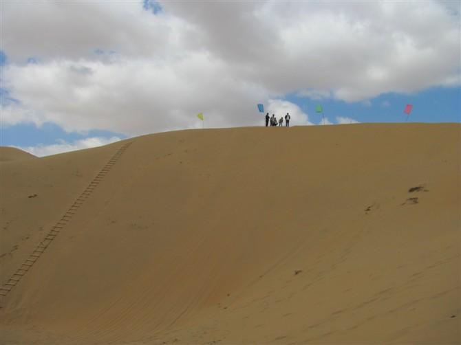 银肯塔拉沙漠绿洲自然生态旅游区位于达拉特旗展旦