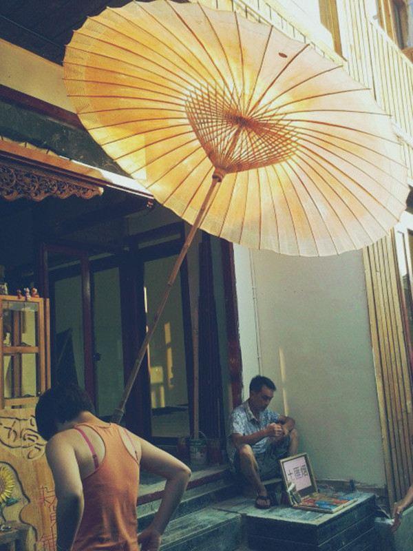"""凤凰/""""撑着油纸伞,独自"""