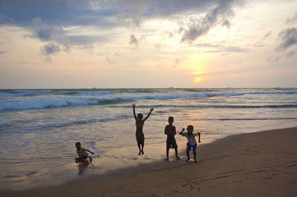 希克杜沃海滩  Hikkaduwa Beach   -4