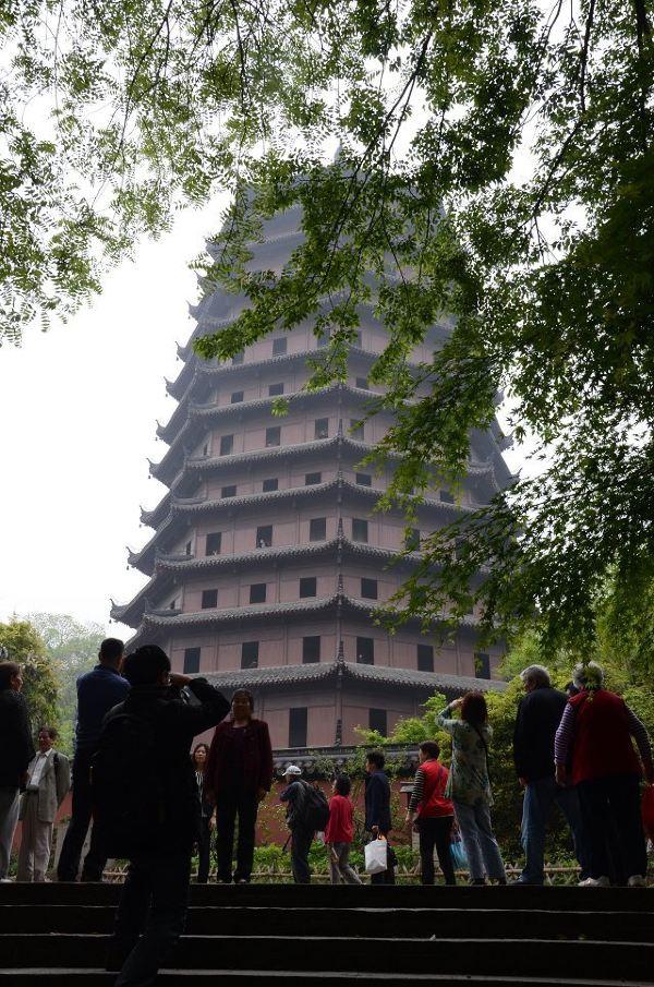 身本为砖混结构,塔心是由砖石砌成