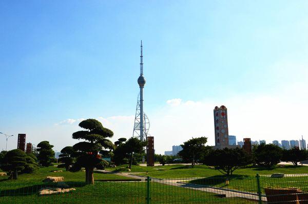 临沂国际雕塑公园,位于临沂市动植物园,占地约600亩,主要由主题雕塑