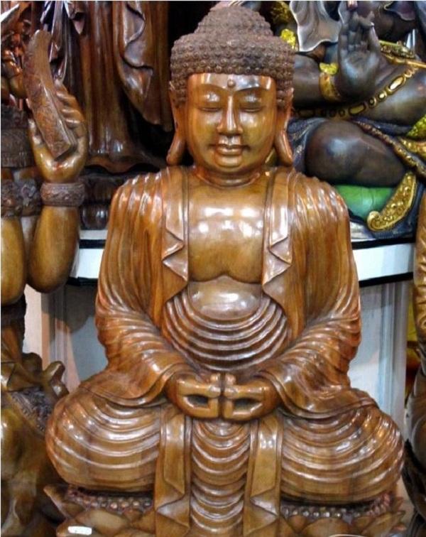 巴厘岛也是印尼手工艺品的盛产地,木雕村(mas)可谓是巴厘岛的木雕之乡