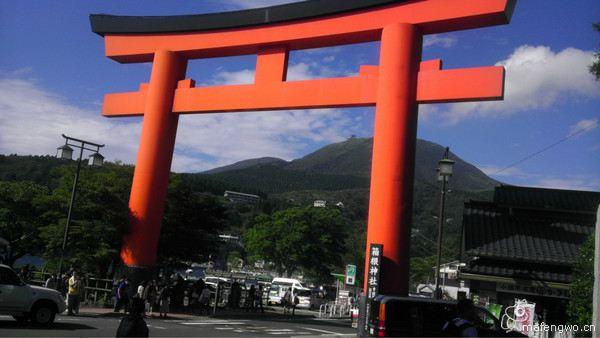 案内所的工作人员很热情,很细心热情、细心到耽误我一个小时买票 PS:您要问我原因,听我细细道来,如下: 可爱的服务MM问我在大阪的行程,我说:在大阪呆四天,今天在大阪,明天先去奈良下午回大阪,后天和大后天去京都玩,最后一天在大阪购物 听见我要去奈良后,服务MM一直跟我推荐奈良一日游的卡,我非常婉转的拒绝了,服务MM依然坚持(服务MM坚持的原因是KTP在奈良不能做BUS,奈良一日游卡可以坐BUS,而且这大姐还用中文、英文、日文穿插着跟我说,考验我呢这是!) 小彤彤大爷的气质一下子就出现了