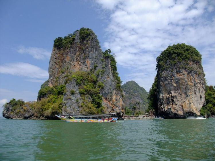 我们飞机正点到达普吉岛的时间应该是曼谷时间晚上10