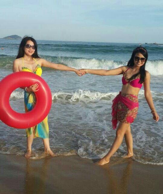 闺蜜拍照姿势创意海边