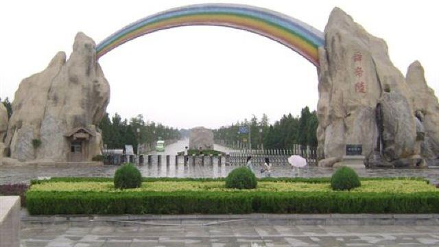 风景区由门前舜帝广场,神道,百花园,植物园,历山,条谷苍野,雷泽湖,妫
