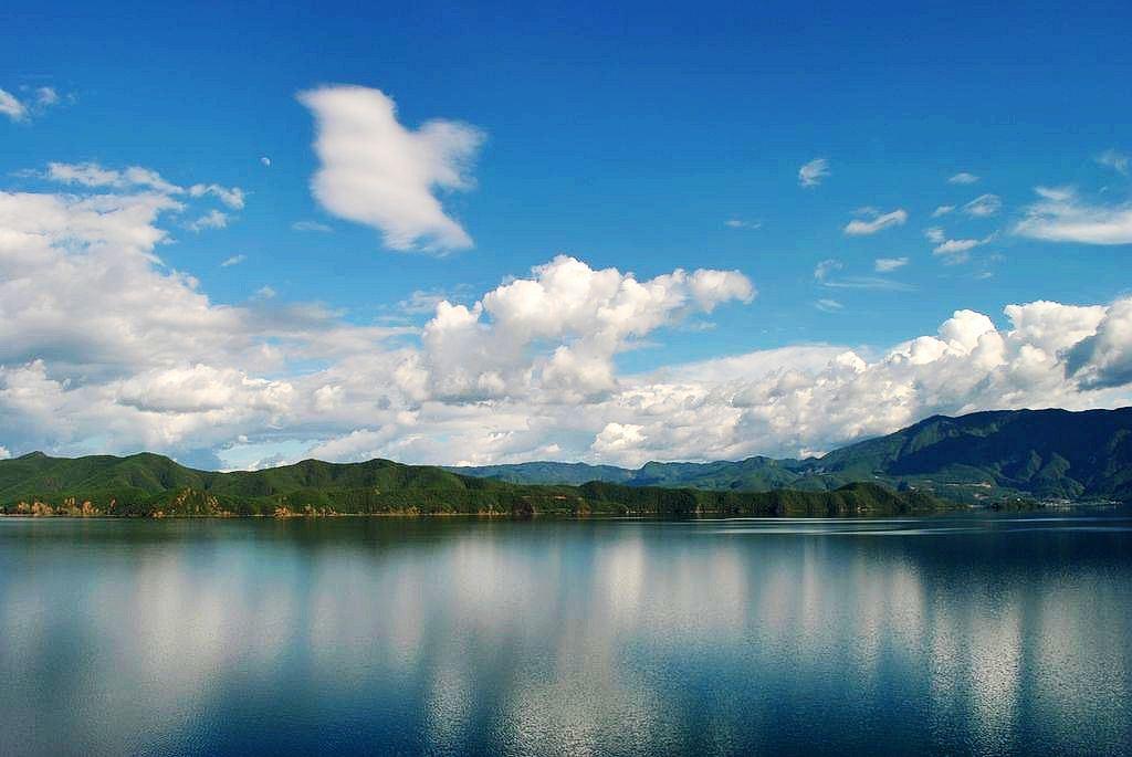 靠近四川地界的泸沽湖,游人不多,风景更加自然原始