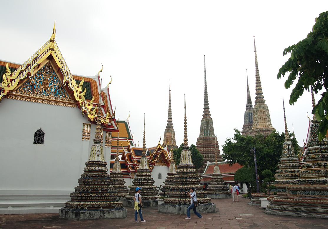 要说泰国最古老,规模最大,拥有佛像佛塔最多的真正的寺庙,那非卧佛寺