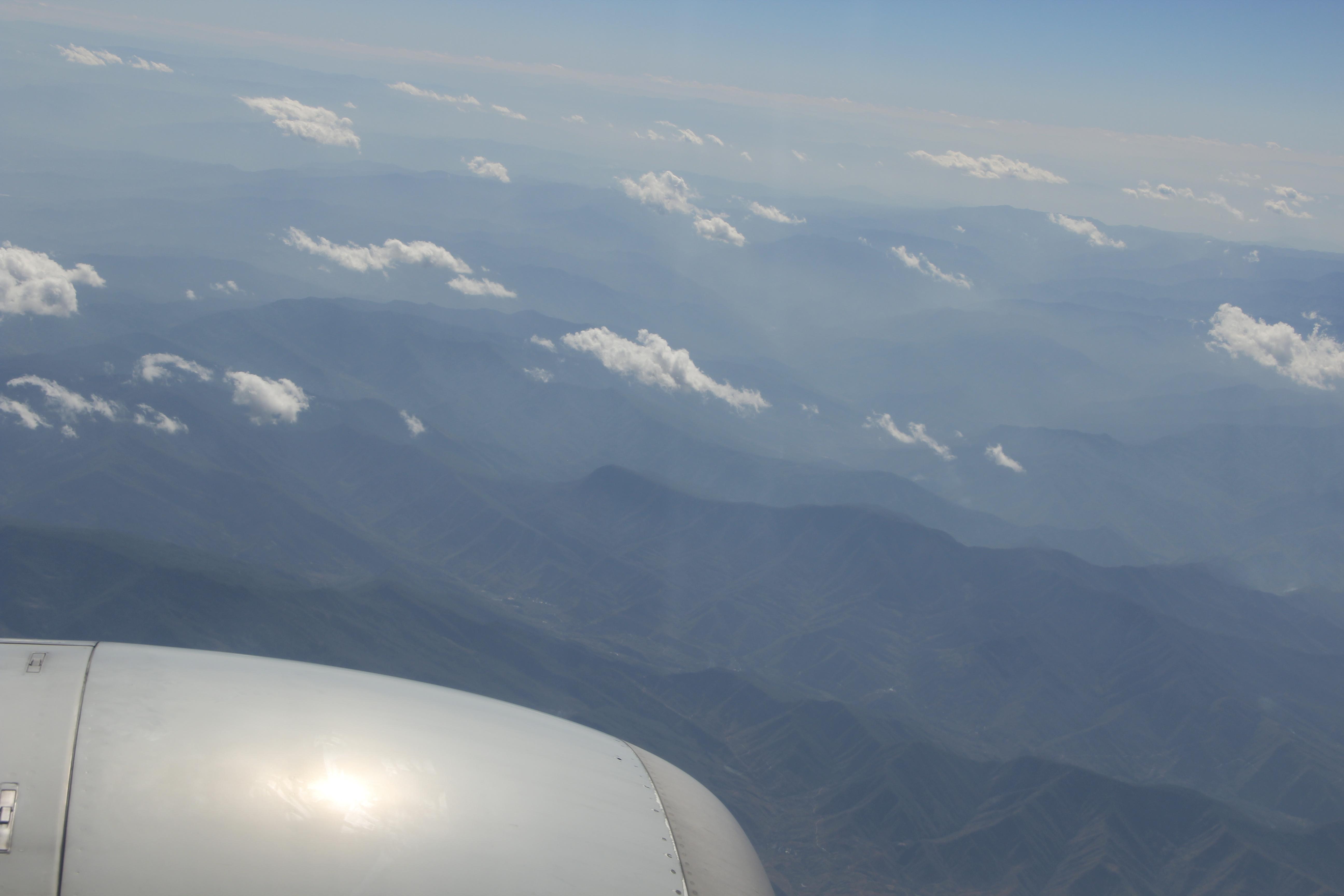 丽江古城 从飞机上往下看,青山叠翠,白云飘渺 机场