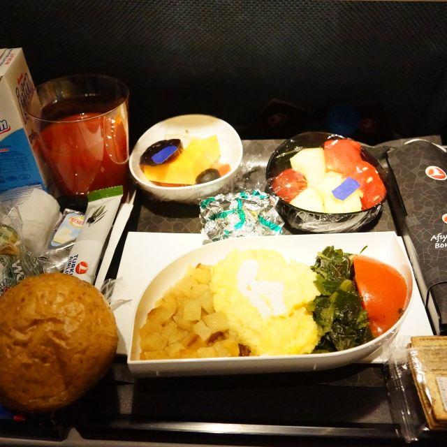 29日晚上23:15起飞后飞机上有提供晚餐