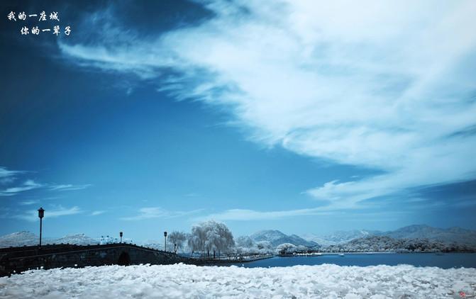 最美足迹——断桥残雪 放眼望去,像一张色彩淡雅的水墨画; 水天一色图片