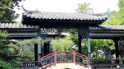 浣红跨绿廊桥木雕装饰