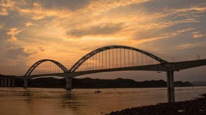 交运长江夜游-宜万铁路大桥2