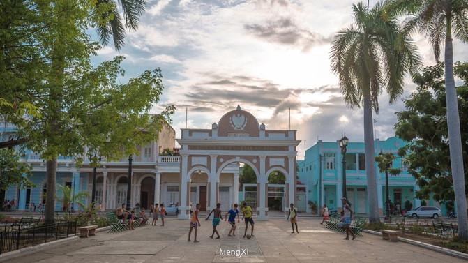 美洲 古巴共和国 西恩富戈斯省 西恩富戈斯市 - 西部落叶 - 《西部落叶》· 余文博客